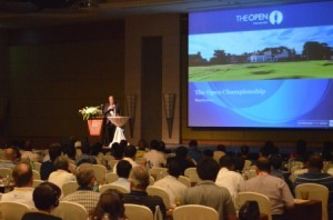 Dominic Wall delivering his keynote presentation in Pattaya. Picture by Asian Turfgrass Centre.