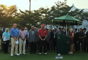 Miguel Angel Jimenez and Thongchai Jaidee were joined by the Malaysian Prime Minister in observing one minute of silence.