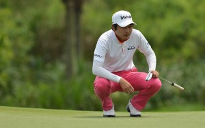 JH Wang lines up a birdie putt. Picture by PGA Tour China.