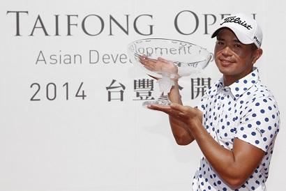 Chan Shih-chang celebrates his victory.