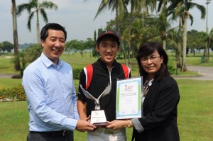 Leverett Chua is congratulated by Straits Times Sports Editor Marc Lim and YGP official Janice Khoo.