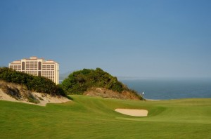 The par-three 11th hole at The Bluffs. Picture by Purple Asia.
