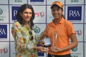 Gaurika Bishnoi receiving the Faldo Series India Girls' Championship trophy from Manisha Jaitha, Vice Chairperson, Indian Golf Union Ladies Committee.