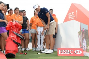 Tseng Ya-ni offers some putting tips to Singapore Sports School pupils. Picture courtesy HSBC Women's Champions