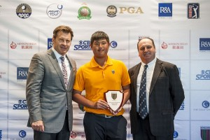 Tsai Kai-jen receiving his prize from Sir Nick Faldo and Mission Hills' Iain Roberts at last month's Graand Final.