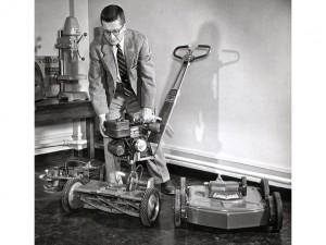 David Lilly demonstrating Toro's Power Handle in 1950.
