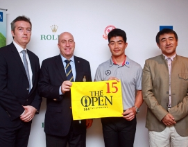 Liang Wen-chong [second right] and Dominic Wall [second left] at the Shanghai event.