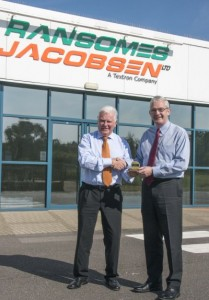 Peter Driver (left) receives his TOCA award from Ransomes Jacobsen's Managing Director Alan Prickett.