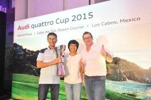 Jeff Mannering congratulates Ng Chiang Ling and Atsushi Yoshimura on their success.