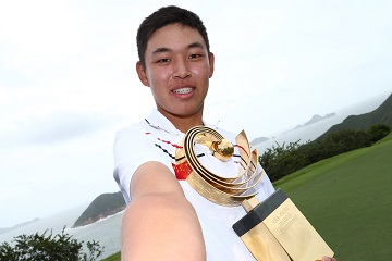Cheng Jin celebrates his success the Asia-Pacific Amateur Championship. Picture by Alex Liew/AAC.