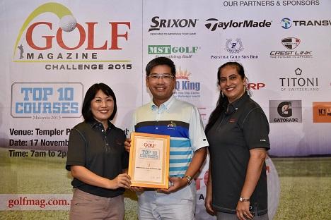 Golf Magazine President Chong Chye Wan presents an award to Gamuda Land Clubs Group General Manager Tang Meng Loon as Malkeet Kaur looks on.