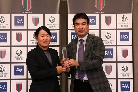 Nasa Hataoka is congratulated on her success by Masahiro Kimura, Chief Operat-ing Officer of Golf Digest-Sha, organisers of the Faldo Series Japan Championship.