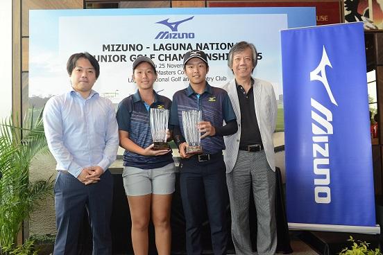 Nicole Mok (second left) and Jonathan Wijono (second right) are congratulated on their successes by Mizuno representatives Kaoru (far left) and David Leow.