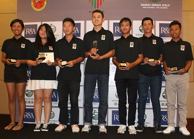 Tirto Tamardi [centre] with other prize winners from the Faldo Series Indonesia Championship.