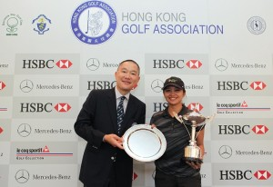 Princess Mary Superal receives the Hong Kong Ladies Open Amateur Championship trophy from Hong Kong Golf Association President Mark Chan. Picture by HK Golfer