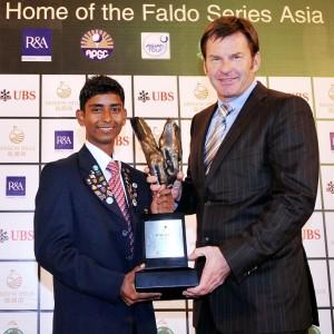 Rashid Khan receives the Faldo Series Asia Grand Final trophy from Sir Nick Faldo.