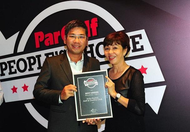 Gamuda Land Clubs Group General Manager Tang Meng Loon receiving an award for Kota Permai from Par Golf Publisher Suzannah Gun Palmer.