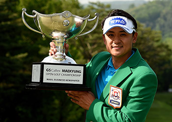 Park Sang-hyun with the GS Caltex Maekyung Open trophy. Picture by Paul Lakatos/OneAsia.