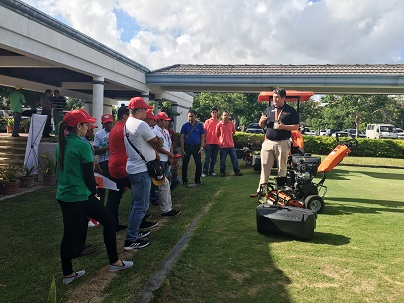 Josh Gagnuss, Jacobsen's Product Support Manager, demonstrating the Eclipse 2 greens mower to conference attendees.