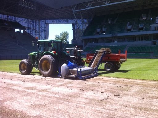 The Koro Field Top Maker with Universe rotor in action at Euro 2016.