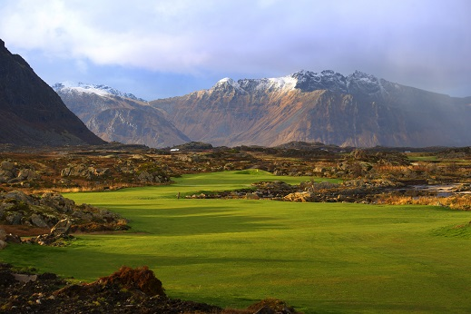 The 14th hole at Lofoten Links.