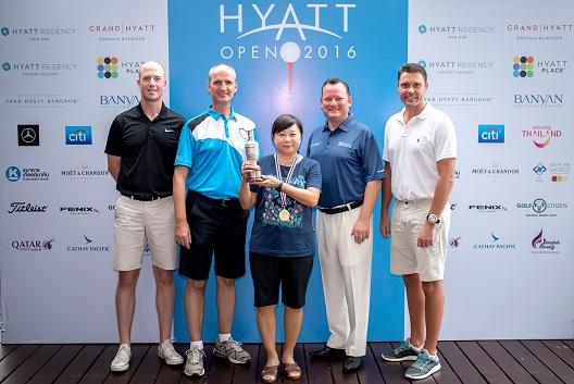 Tan Kok Keng with the Hyatt Open trophy alongside Fredrik Harfors, Hotel Manager of Park Hyatt Bangkok; Christian Wurm, GM of Hyatt Regency Hua Hin and THE BARAI; Stacey Walton, GM and Director of Banyan Golf Club and Keith Massey, GM of Hyatt Regency Phuket Resort.