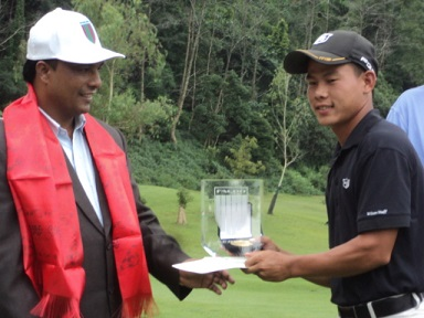 Sukra Bahadur Rai receives his trophy from Nepal's Minister for Youth and Sports, Daljeet Sripali.