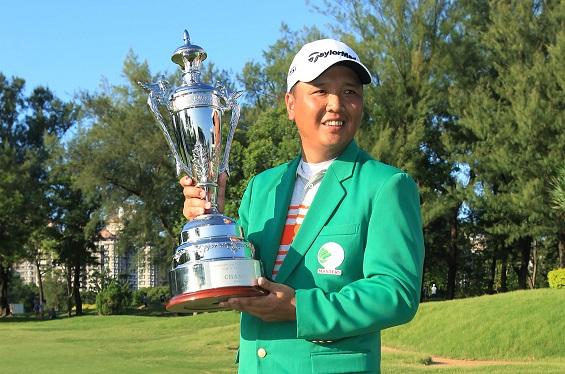 Lu Wei-chih celebrates his success.