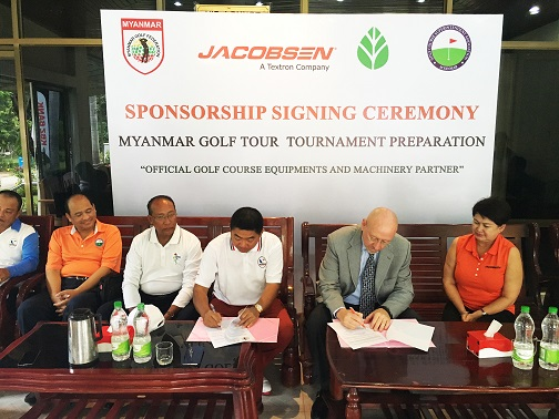 Chuck Greif signs the sponsorship deal that sees Jacobsen become 'Official Golf Course Equipment and Machinery Partner'.