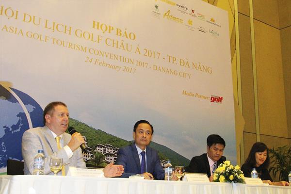 IAGTO's Peter Walton alongside Nguyen Xuan Binh, Deputy Director of Danang Tourism Department, Ngo Quang Vinh, Director of Danang Tourism Department and Vietnam Golf Magazine's Vu Van Yen.
