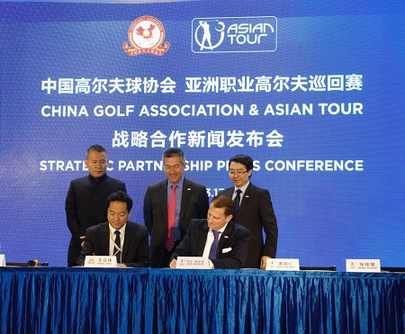 Watched by Pang Zheng, the CGA's Deputy Secretary General, Jimmy Masrin, Chairman Asian Tour, and Asian Tour Board Member Jarby Zhang, Wang Wei and Josh Burack sign the agreement.
